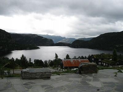 האגם בסמוך לכפר הנופש