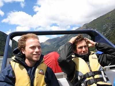 Jet Boat - טסה מהר בתוך נהר לא רחב