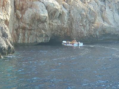 הכניסה למערה הכחולה בקסטלוריזון