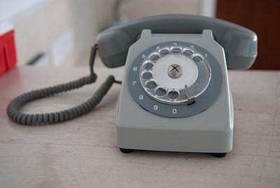 הטלפון בבית המלון