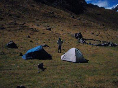 2 האוהלים ואורי מצלם בלילה