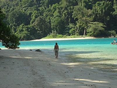 ירידה לאחד מחופי האיים