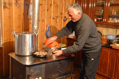 הפעם היחידה בה תראו גבר גרוזיני מבשל היא מול המצלמה....