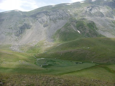 אגם קסרולימני - מקום לשים אוהל (רק במזג אוויר טוב)