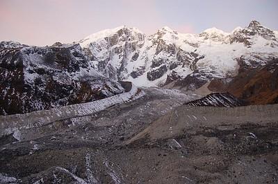 העמק הקרחוני מתחת לפס