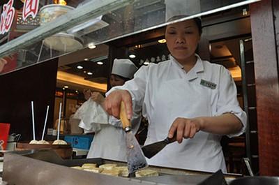 Stinky Tofu – ואם כך הסינים קוראים למאכל הזה...מי אנחנו. ריח מעבר לכל דמיון הייתם צריכים להיות שם. זו כנראה לא הפעם האחרונה שאנחנו מעבירים את הארוחה ש