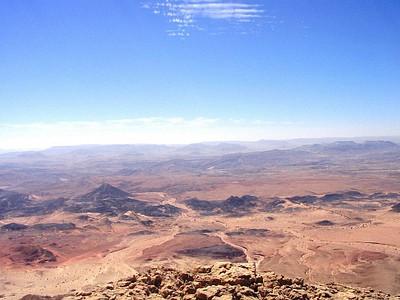 הנוף המרהיב של מכתש רמון- תצפית מהר ארדון