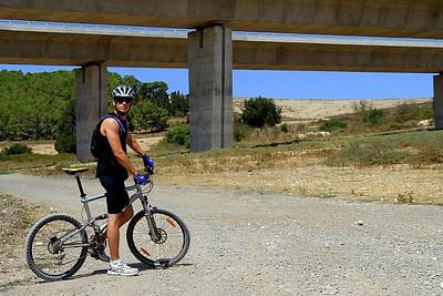 הצטלבות נחל שלף עם גשרי כביש 6