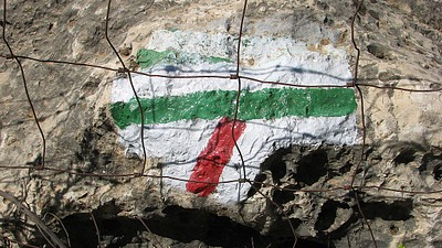 פיצול שבילים אדום - ירוק במפגש של נחל נריה עם נחל מורן