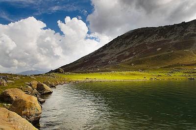האגם הראשון