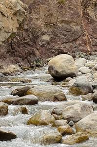 הנחל לאורכו הולכים כל היום הראשון