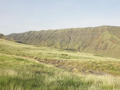 מבט על רכס נגורונגורו ממדרון ההר
