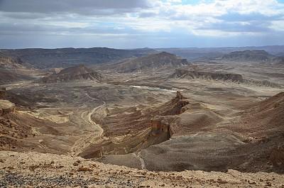 מבט מזרחה מחלקו המזרחי של מכתש רמון
