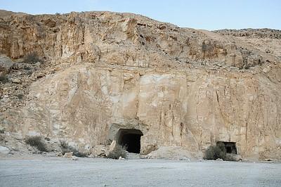 מערות הנפט במעלה הנחש הצמא