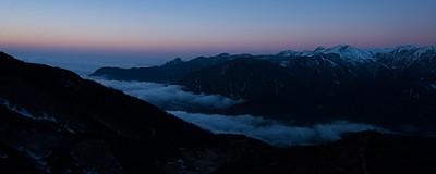 הזריחה מהדרך ל- Dzongri View Point