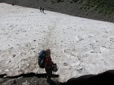 החלק הקפוא מעל הנהר הגועש - אם הקרח לא יציב זו סכנת נפשות