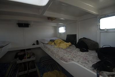 המיטות קטנות וצפופות אבל נוחות