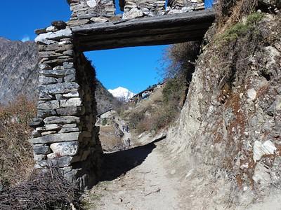 שער הכניסה לכפר ביהי