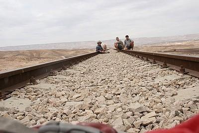 חציית המסילה לנחל חגור