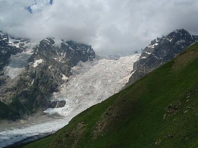 הקרחון שממנו מתחיל הנהר