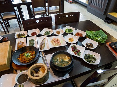 שולחן ערוך במסעדת הבמבוק בגאנגג'ין