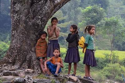 הילדים מהכפר הסמוך למחנה בלילה השני
