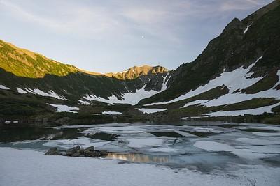האגם האחרון עדין קפוא ברובו