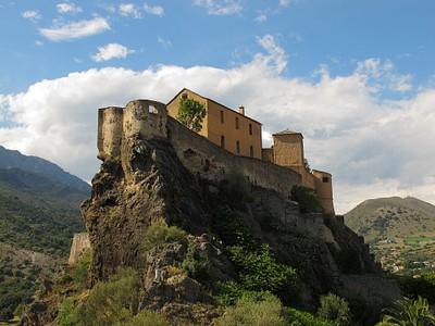 המבצר ב-Corte