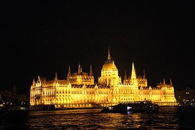 הפרלמנט מהשיט