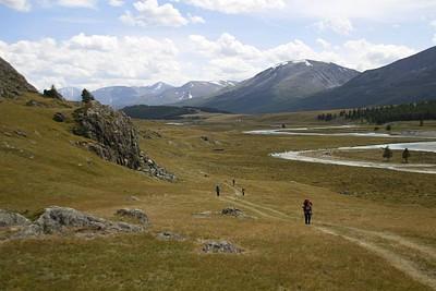 ההליכה לאורך הנחל (לפני הכניסה לעמק הצר)