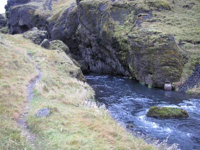 הדרך לאורך הנהר