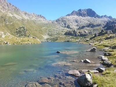 האגמים בשלל צבעים