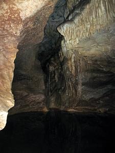 הבריכה הגדולה - מדף מצד שמאל