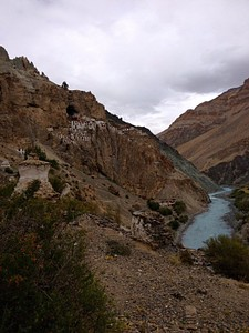 Phuktal Gompa מעל נהר ה-Tsarap