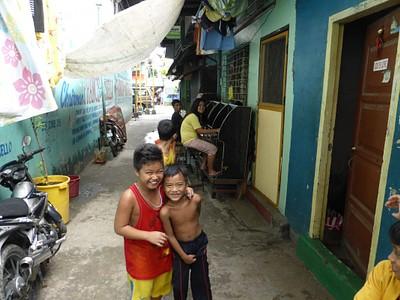 בשכונות העוני של מנילה