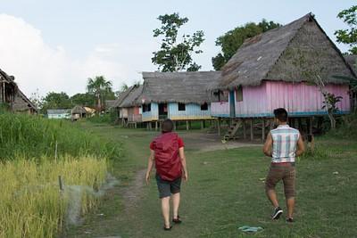 ביקור בכפר בג׳ונגל