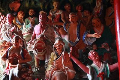 """פסלים של 500 ה""""מוארים"""" ה"""