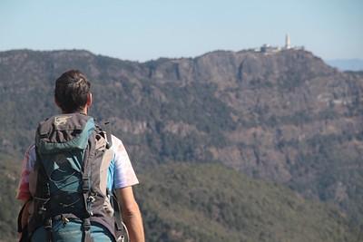 פסגת ההר JiZu Shan והפגודה שבראשו