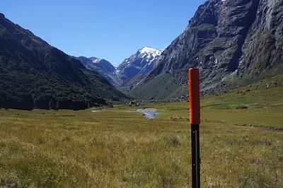 מבט דרומה - הסימון הכתום הראשון, וברקע ה-North Col