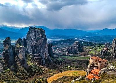 המנזרים והסלעים של מטאורה