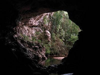 המערות