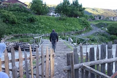 זהו הגשר האחרון שמוביל לזבשי, הגשרים שתפגשו לפניו אינם מובילים לזבשי.