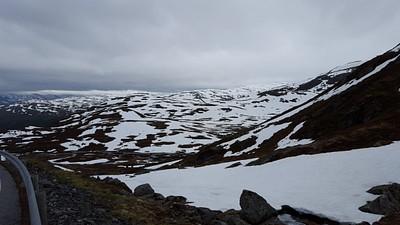 מדבר שלג בדרך ל- Ardel