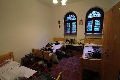 החדר במנזר