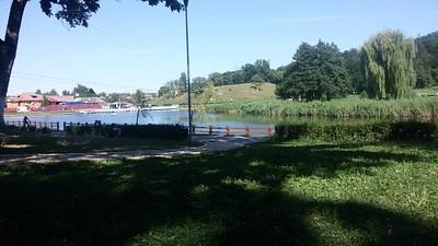 האגם ומעליו אומגה