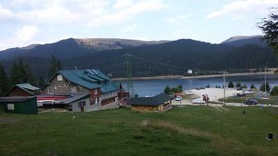 הקבאנה והאגם מהיער