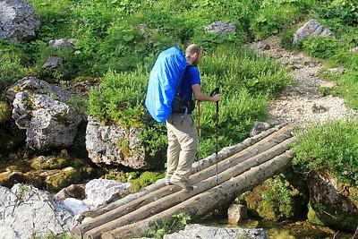 חוצים מספר נהרות