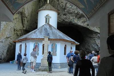 הכנסיה במערה
