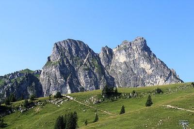 הר ה-Aggestein העצום המבדיל בין גרמניה לאוסטריה