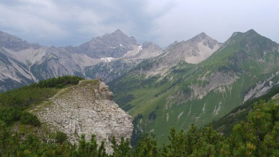 מתחיל להתקדר(אפשר לראות את החזית שהתפתחה באופק), הפאס שהיינו צריכים להגיע נמצא מצד ימין בין ההרים